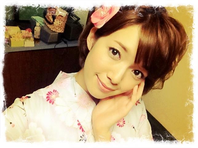 ベリーショートでもかわいく魅せるコツ♥佐藤栞里の髪型アレンジコーディネート!の9枚目